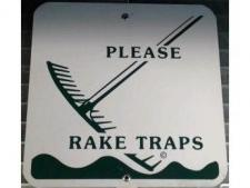 Plastic info sign <br>PLEASE RAKE TRAPS